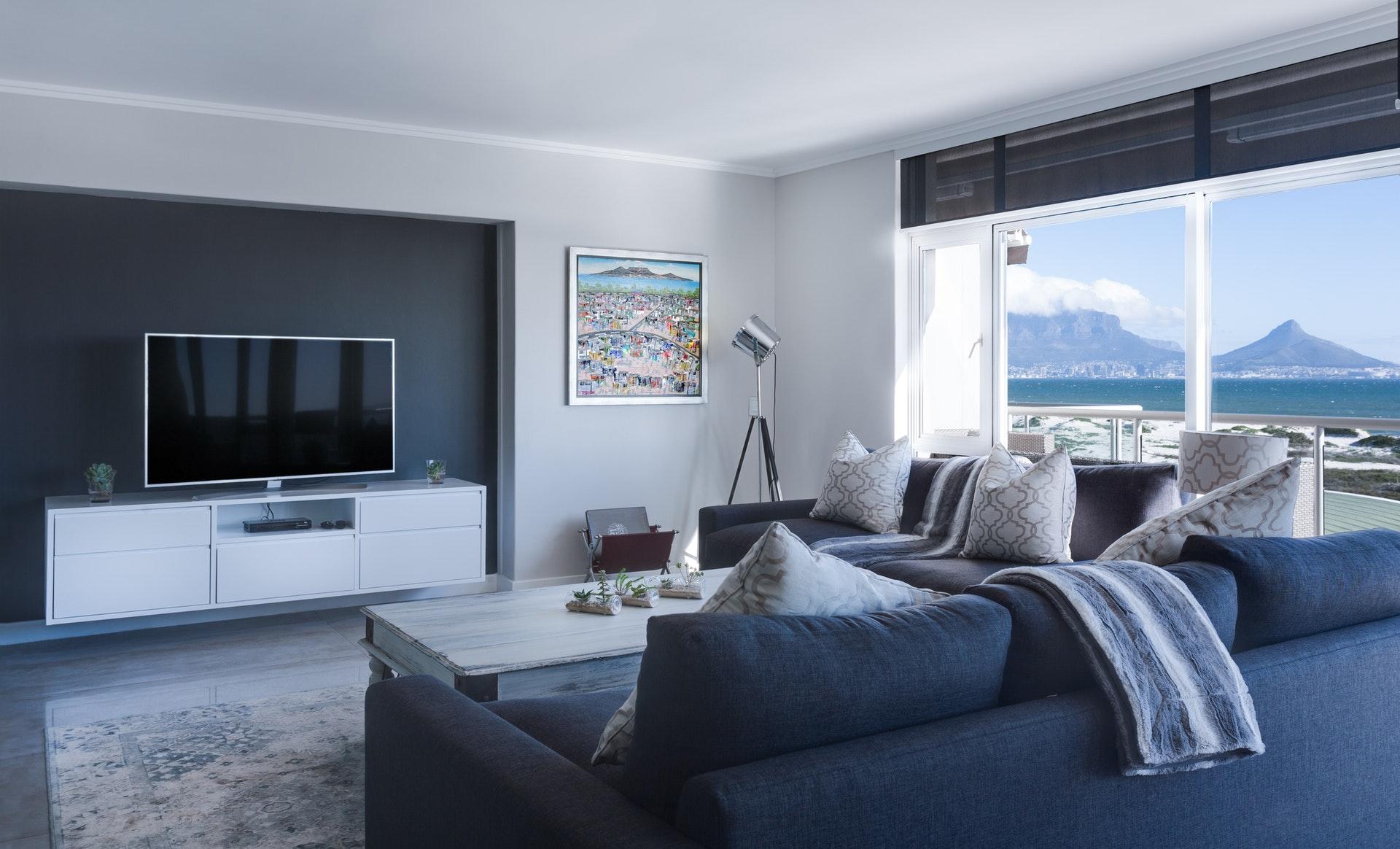 Jak urządzić salon w małym mieszkaniu?
